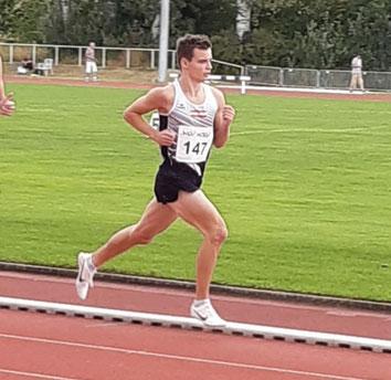 Markus am Weg zum Sieg über 1500m (Foto: Maria Reißelhuber)
