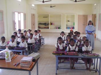 2015: Anschaffung neuer Schulmöbel in Süd-Indien