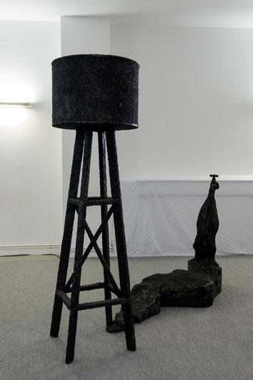 Réservoir ~~  2010-2013 -  Bois, quartz noir et résine - 206x245cm