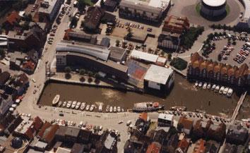 Die Bühne im Husumer Binnenhafen (Foto: Dietrich)