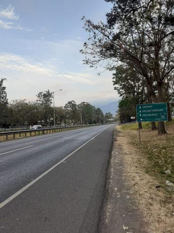 Pan-American highway between San José and Cartago (local beltway), April 6, 2020