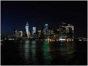 Fahrt mit der Staten Island Ferry bei Nacht