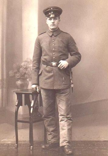 Karl Claus, Onkel von Heinz Claus (Clause Heini), in Uniform (1.WK ?) oder Landsturm - Sammlung B.Huhn