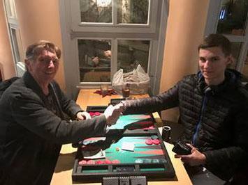 Sieger der Consolation im Dezember Günther Holzinger (links) und 3. Platz der Meisterschaft Zdenek Zizka