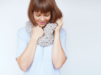 Strickset für Anfänger Emma Boucle Schal von Wooltwist