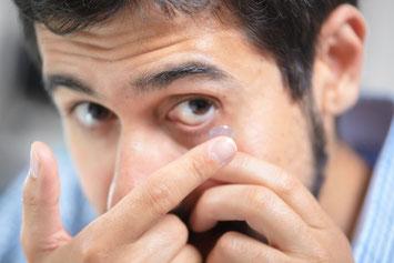 Kontaktlinsen einsetzen üben