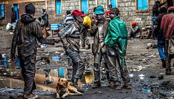 Kenya-Ragazzi per le strade di Nairobi city