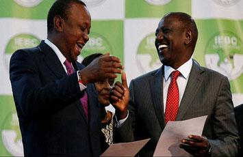 Il presidente Uhuru Kenyatta (a sinistra) con il suo vice William Ruto, dopo la vittoria alle elezioni del 2017