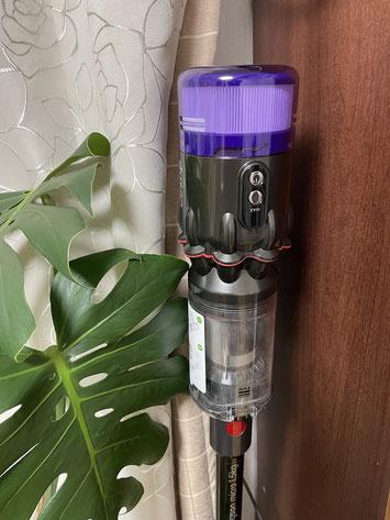 充電中のDyson Micro 1.5kg Pro