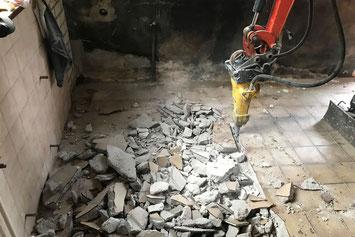 Van Krieken straat- en sloopwerken staat voor u klaar bij een uitgebreid scala aan sloopwerken.  Denk hierbij aan het slopen van muren, badkamers, keukens of bijvoorbeeld het verwijderen van bestaande vloeren.
