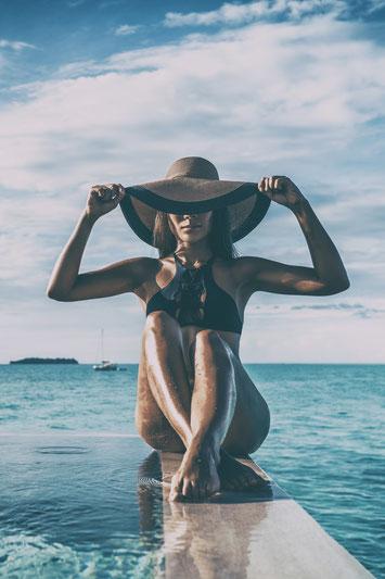 Frau glatte Beine Meer