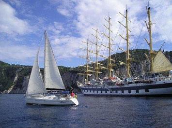 Segelyacht vor der Royal Clipper Insel Capri
