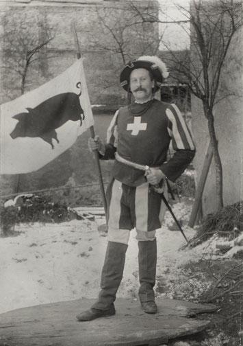 Theater um 1905: Ein trutziger Schwyzer mit dem Saubanner (Foto: Arnold Walde, Hafners)