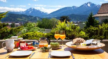 Frühstück in den Bergen wespenfrei durch Wasp fly home Spayflasche Wespenspray