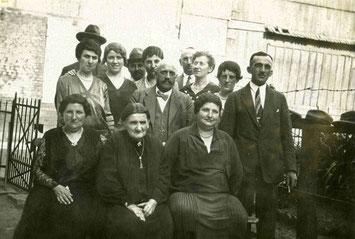 Sophie Strauß mit Familienangehörigen um 1932