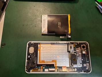 バッテリーを外したpixel3XL