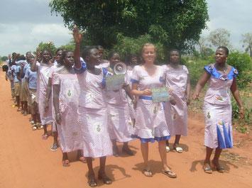 Weltfauentag 2013 Marsch durch Avéta