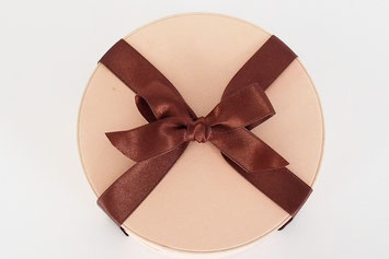 ワインに合うデザート ゴルゴンゾーラチーズケーキ はちみつ ブルーチーズケーキ 食通 ワイン好き  ワイン愛好家 チーズ好き チーズ愛好家 お持たせ 喜ばれる パーティー ブルーチーズ 極上ケーキ プレゼント 人とは違う 特別な ストーリー性のある