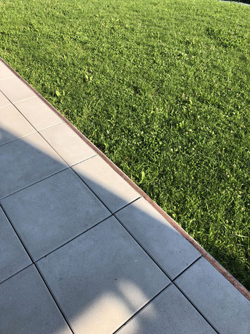 Kupferband auf der Terrasse gegen die Schnecken