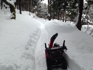 山小屋(楽舎)への進入路除雪