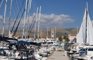 Trogir Town, Catamaran Skipper Training book, Catamaran Docking Training, Catamaran Lagoon 42, Catamaran Maneuer Training, Catamaran Skipper Training, Catamaran Harbor Maneuver Training, Spring leash undocking, Catamaran Docking Training, Nautical Miles