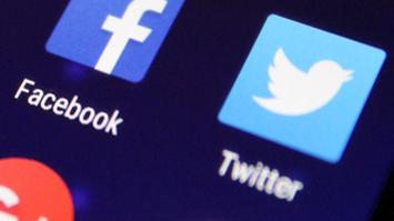 texting and social sharing