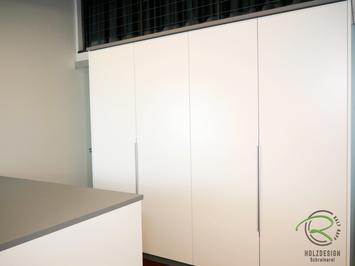 Ankleide - Kleiderschrank in weiß u. grau als Raumtrenner zwischen Flur & Ankleidezimmer