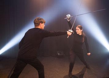 Fechtkampfszene von Schülern der Bühne Luzern