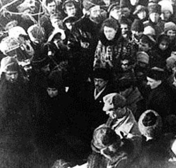 Emma Goldman ved anarkisten Pjotr Kropotkins begravelse, Moskva d 13. februar 1921