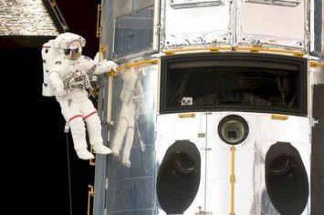 Sortie dans l'espace d'un astronaute- Pixabay