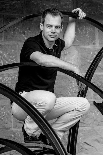 Peter Scholten, Faszientherapeut in Wiesbaden mit 10 Jahren Erfahrung in der Senmotic Faszientherapie