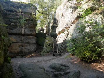 Mittendrin im Felsenlabyrinth