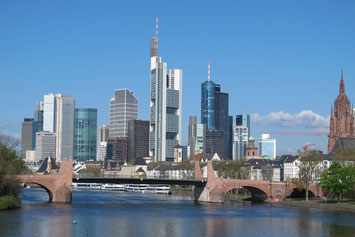 Mainhattan skyline Frankfurt Dom Main
