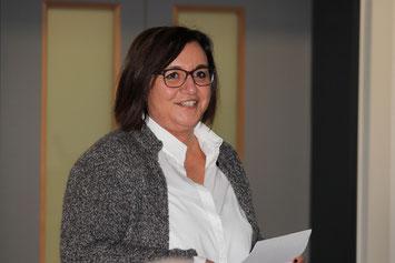Ellen Arhelger-Müller wurde in der Aula für ihr 25-jähriges Dienstjubiläum geehrt.