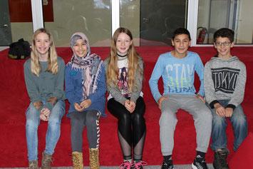 Siegerin der Realschüler Lina Sophie Kretz, Asude Celik, Isabella Dietzel, Sinan Arslan (Sieger Hauptschüler) und Alexander Bomke.