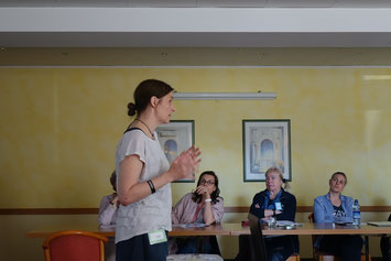 Katja Mischke erklärt die Struktur eines Drehbuchs. Foto: J. T. A. Wegberg