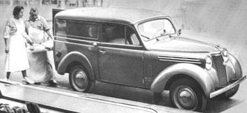 Publicité Renault pour la forgonnette Juva 4 ou l'on voit le boucher enfourner ses pièces de viande dans la carapace tôlée