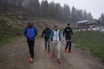 Im Schneetreiben auf den Weg zur Siegerehrung