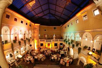 Überdachter Arkadenhof - Hochzeit feiern