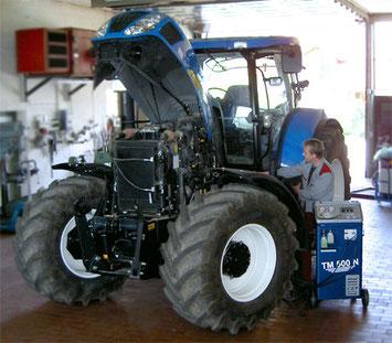 Traktor beim Klimaanlagencheck