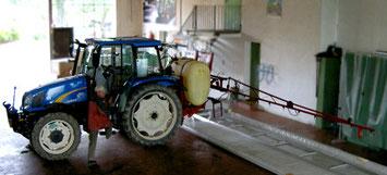 Traktor beim Spritzentüv