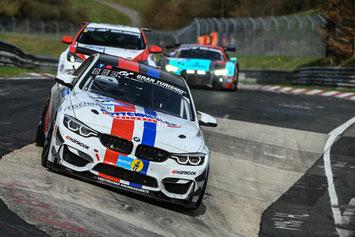 Arne Hoffmeister im Leutheuser BMW M4 GT4 auf dem Weg zum Podium.