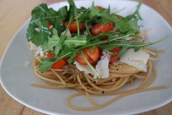Spaghetti Rezept mit Öl, Pfeffer und Tomaten