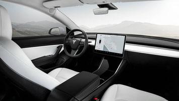 Die Verbrauchsanzeige im Tesla Navi bewahrt einem vor unangenehmen Überraschungen. (Bild: Tesla)