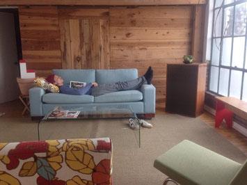 Conseils de nettoyage de canapé en cuir