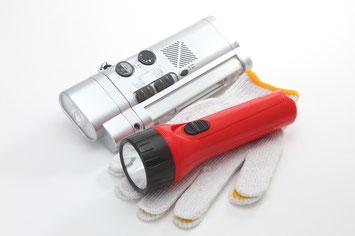 防災用懐中電灯とラジオ
