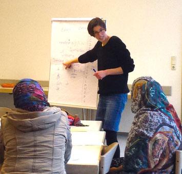 Deutschunterricht für Geflüchtete aus Somalia. // Foto: Gina Reichl