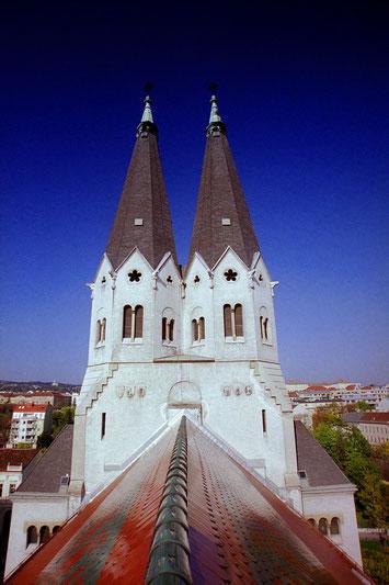 Mit einer Turmhöhe von 57 m zählt St. Anna zu den höchsten Kirchenbauten Wiens.