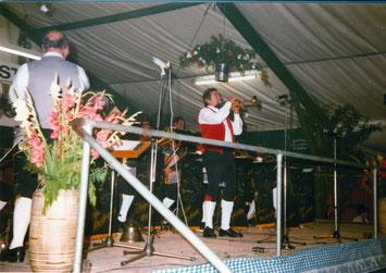 Trompeter Walter Scholz spielt Solo an Bezirksmusikfest