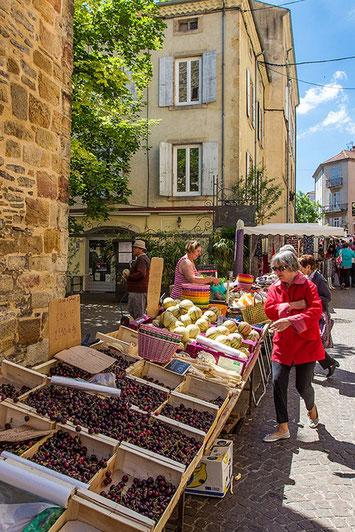 Tous les jours à son marché, de plus pendant l'été de petits marchés viennent compléter ceux qui son prévu toute l'année.